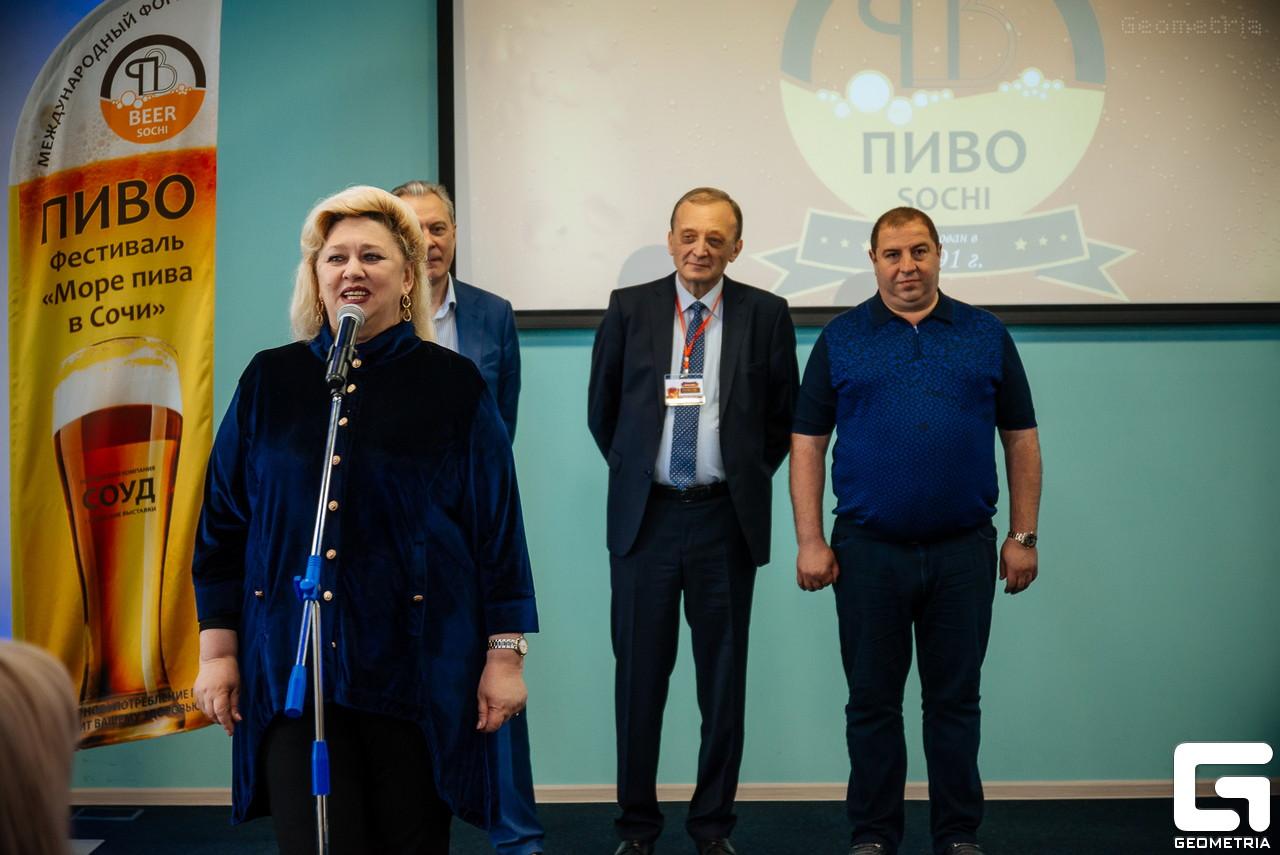 Мкртычан Эльвира Джоновна – директор выставочного центра Гранд Отеля «Жемчужина»